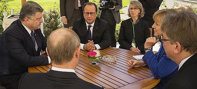 A Normandy Four meeting in Paris: Poroshenko, Putin, Hollande, Merkel. October 2015.