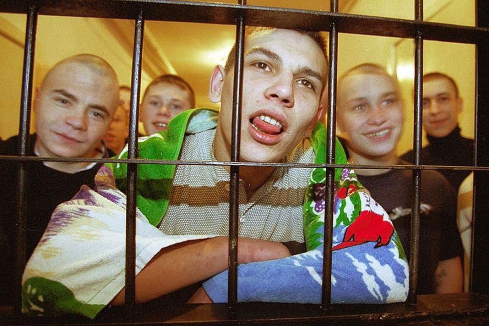 Teenage criminal prisoners in Russia (Image: bazaistoria.ru)