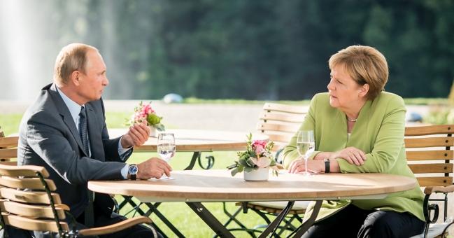 August 18, 2018 meeting between Vladimir Putin and Angela Merkel. Photo: Bundesregierung/Kugler