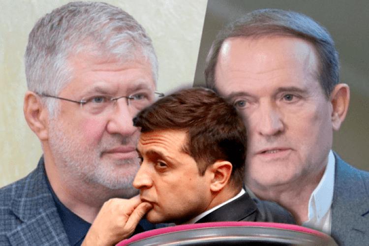 Ukrainian president Volodymyr Zelenskyy in front of images of oligarchs Ihor Kolomoyskyi and Viktor Medvedchuk (Collage by Espreso.TV)