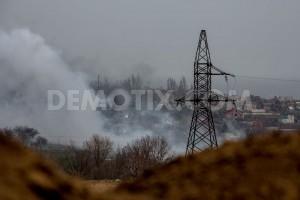 Das ukrainische Bataillon Asow und separatistische Kämpfer haben das Feuer in Schyrokine in der Nähe von Mariupol wieder aufgenommen. - Foto: Petr Shelmovskiy / Demotix.