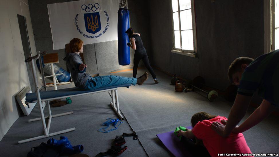 14 - Größere Kinder können in einem kleinen Fitnessstudio trainieren.