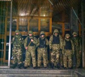 Das Dnipro-Bataillon blockiert am 22.03.2015 den Eingang von Ukrnafta. Foto: golospravdy.com