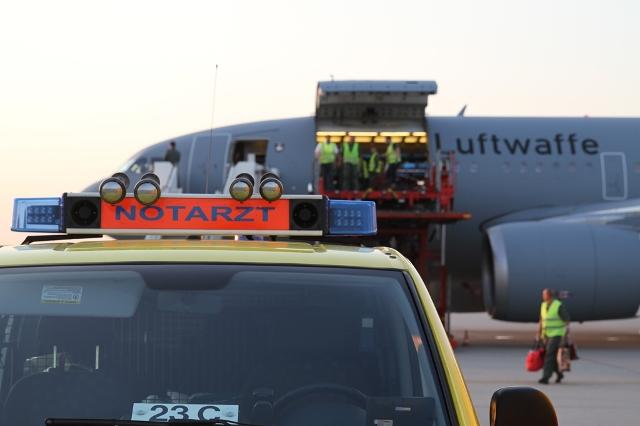 am Hamburger Flughafen (Quelle: Sanitätsdienst Bundeswehr / Kruse/Steffen Kruse)