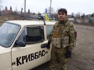 Anton Krawtschenko ist Organisator des Automaidan in Krywyj Rih und bringt Material zum Bataillon des Rechten Sektors in Pisky