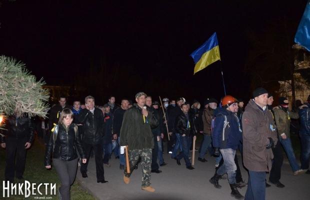 Demonstranten für die Einheit der Ukraine vertreiben das separatistische Lager in Mykolajiw. Foto: nikvesti.com