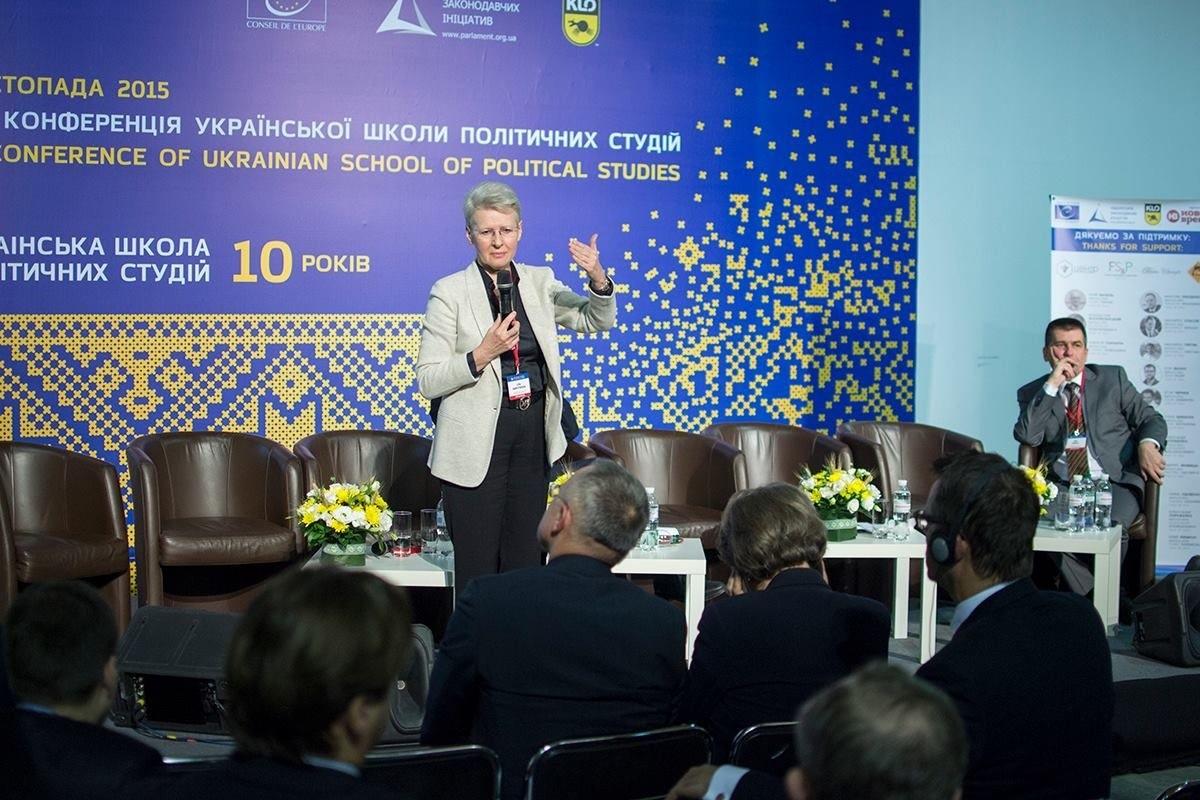 Ein Vortrag von Lilia Schewzowa im Mysteskyi Arsenal auf Einladung der Schule für politische Studien in der Ukraine, die am 27.11.2015 ihr 10jähriges Bestehen feierte. Foto: Alexander Kovale