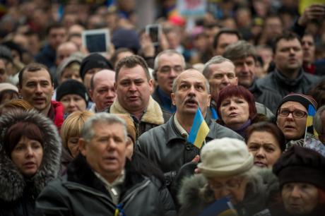 2. März 2014: Fast 3000 Menschen demonstrieren vor der Regionaladministration in Dnipropetropsk ihre Unterstützung für die territoriale Unversehrtheit der Ukraine. (c) ukrafoto / Demotix.